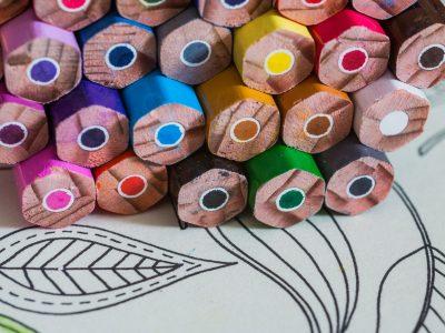 crayons-2000x1500